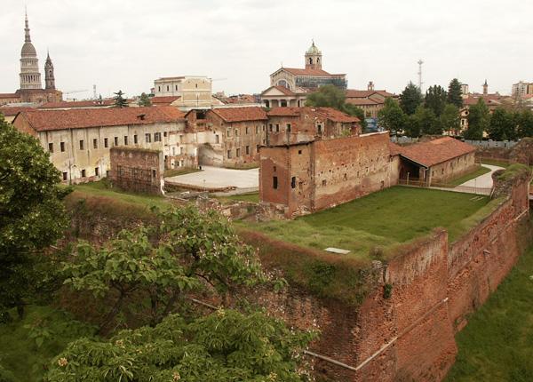 Castello-di-Novara-Esterno-3.jpg